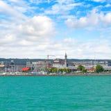 Deutschland-Ansicht über die Stadt Konstance von der Fähre auf See Bodensee stockbild