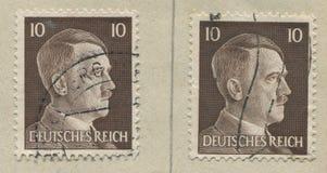 DEUTSCHLAND - CIRCA 1942: Ein Stempel, der in Deutschland gedruckt wird, zeigt Porträt von Adolf Hitler, circa 1942 Stockfotografie