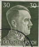 DEUTSCHLAND - CIRCA 1942: Ein Stempel, der in Deutschland gedruckt wird, zeigt Porträt von Adolf Hitler, circa 1942 Lizenzfreies Stockbild