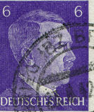 DEUTSCHLAND - CIRCA 1942: Ein Stempel, der in Deutschland gedruckt wird, zeigt Porträt von Adolf Hitler, circa 1942 Stockbild