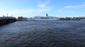 Deutschland för ` för kryssningskepp ` på den Neva floden arkivfilmer