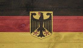 Deutschland-Flagge auf hölzernen Brettern mit Nägeln Lizenzfreie Stockfotos