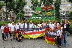 Deutschland-Fußballteamanhänger werfen für ein Gruppenfoto auf Stockfoto
