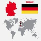 Deutschland-Karte auf einer Weltkarte mit Flaggen- und Kartenzeiger Auch im corel abgehobenen Betrag stock abbildung