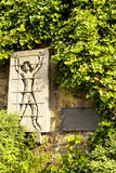 DEUTSCHLAND - 30. Mai 2012: Erinnerungsplatte zu den Opfern von Nazismus in Metzinger, Deutschland Lizenzfreies Stockfoto