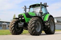 Deutz-Fahrenheit 6180 p jordbruks- traktor Fotografering för Bildbyråer