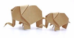 Deux éléphants d'origami réutilisent le papier Photos libres de droits