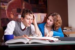 Deux étudiants fatigués Photo stock