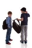 Deux étudiants vus avec le sien de nouveau aux sacs d'école image libre de droits