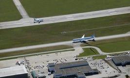 Deux aéronefs sur l'emballement Images stock