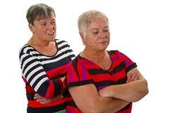 Deux aînés féminins dans le conflit Photo stock
