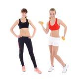 Deux adolescentes dans l'usage de sports d'isolement sur le blanc Photographie stock libre de droits