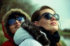 Deux amies de femme Photographie stock libre de droits
