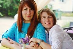 Deux amies de femmes Images libres de droits