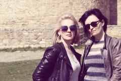 Deux amies de femmes photo Image stock