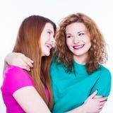 Deux amies de jeunes femmes Photos libres de droits