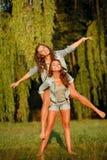 Deux amies heureuses Images stock