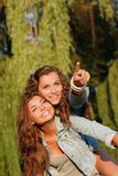 Deux amies heureuses Image libre de droits