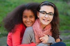 Deux amies heureux Image stock