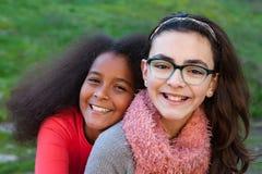 Deux amies heureux Photographie stock libre de droits