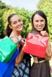 Deux amis avec des sacs Photo stock