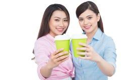 Deux amis avec du charme de femme appréciant le café Photographie stock