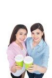 Deux amis avec du charme de femme appréciant le café Images stock