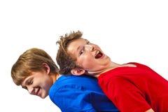 Deux amis d'adolescent heureux dans le studio Images libres de droits