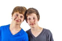 Deux amis d'adolescent heureux dans le studio Photo stock