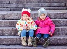 Deux amis d'enfant en bas âge Photo libre de droits