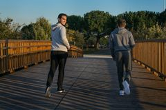 Deux amis dans des vêtements de sport Images libres de droits