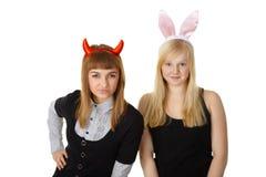Deux amis dans le diable et le lapin de fête de costume Images libres de droits