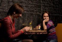 Deux amis dans un restaurant Photos libres de droits