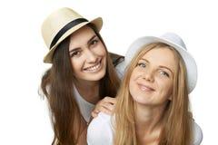 Deux amis de femmes ayant l'amusement. Images libres de droits