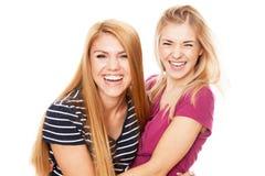 Deux amis féminins ayant l'amusement Image libre de droits
