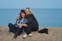 Deux amis féminins de sourire Images stock