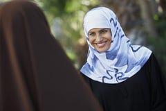 Deux amis féminins musulmans Photo libre de droits