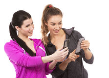 Deux amis féminins sur le fond blanc Photographie stock libre de droits