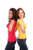 Deux amis faisant des gestes des pouces vers le haut Photographie stock
