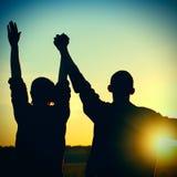 Deux amis sur le coucher du soleil Image libre de droits