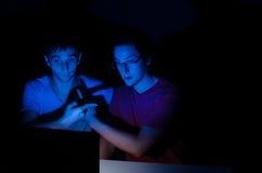 Deux amis sur le webcam Photo libre de droits