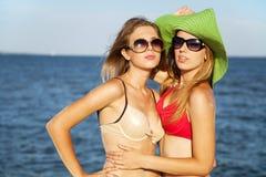 Deux amis sur une plage Photo libre de droits
