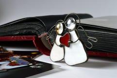 deux anges avec le coeur rouge Photos stock