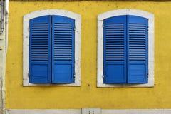 Deux auvents bleus Photos stock