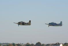 Deux avions-écoles de T-28 Fennec volent dans la formation Photographie stock libre de droits