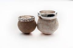 Deux bagues de fiançailles sphériques de pierres Image stock
