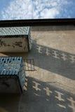 Deux balcons sur la vieille maison Images libres de droits