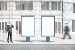 Deux bannières en blanc avec des personnes Photos libres de droits