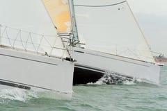 Deux bateaux à voile ou yachts Photographie stock libre de droits