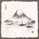 Deux bateaux de pêche et montagnes de Fujiyama Photos stock